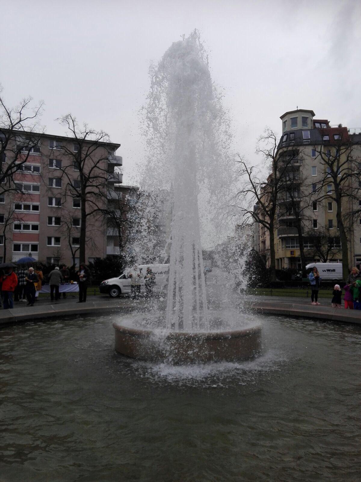 Start der Brunnensaison am Viktoria-Luise-Platz